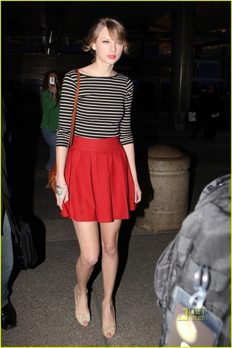 Taylor Swift: Back in L.A. After Asia Tour!