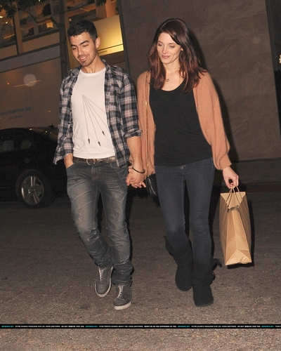 Joe, shopping et resto avec Ashley Greene (L.A)