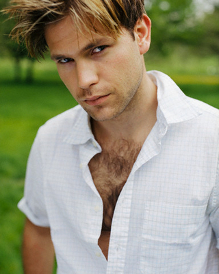 Matt Davis - Photoshoot door Piers Hanmer/Corbis Outline- 2002