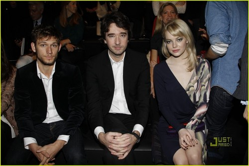 Alex Pettyfer & Emma Stone: Front Row at Louis Vuitton!