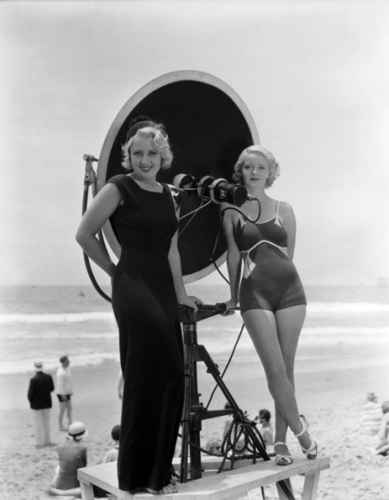 Joan Blondell and Bette Davis filming Three on a Match