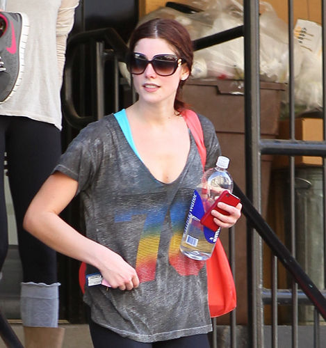 Few #HQ pics of Ashley Greene arriving/leaving her gym in LA (March 10)
