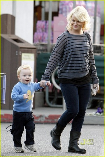 Amy Poehler: Grocery Shopping with Archie!