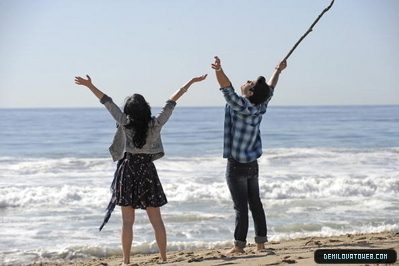 Jemi in make a wave.