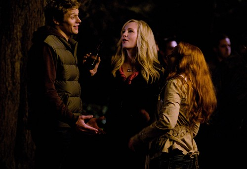 New HQ TVD Stills of Candice as Caroline (1x01: Pilot)!