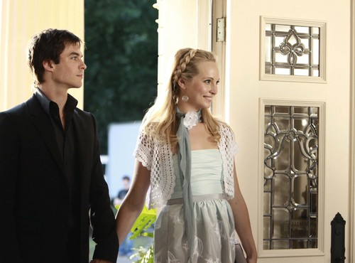 New HQ TVD Stills of Candice as Caroline (1x04: Family Ties)!