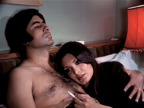 Amitabh Bachchan Shirtless In Deewaar.