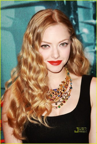 Amanda Seyfried@'Red Riding Hood' European Premiere