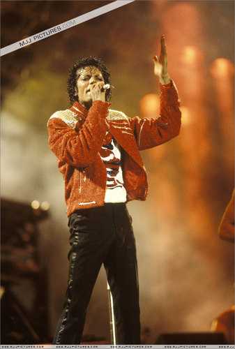 MJ's beat it live
