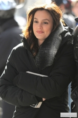 New photos of Leighton on the set of Gossip Girl