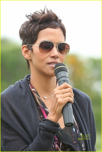 Halle Berry: Celebrity Golf Classic!