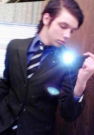 andy sixx suit up!:D