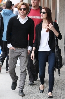 più foto of Ashley and Jackson out and about in Vancouver