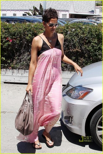 Halle Berry: Lunch at the Trattoria!