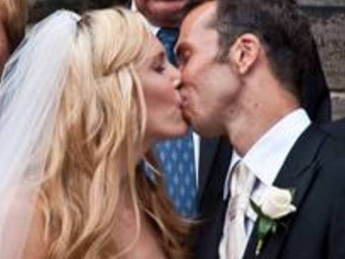 Stepanek and Vaidisova: Their wedding Kiss was longer that royal kiss- 5 giây !