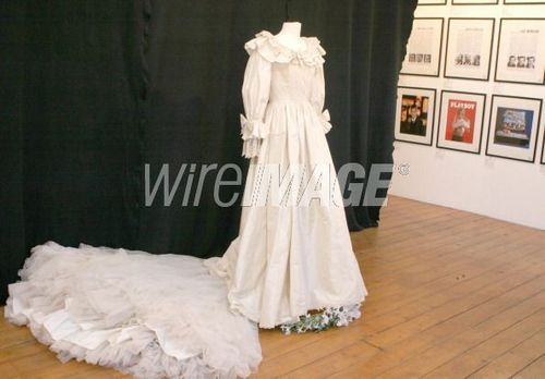 Diana's Duplicate Wedding Dress Photocall - November 29, 2005
