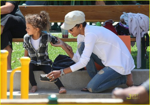 Halle Berry: Park Playdate with Nahla!