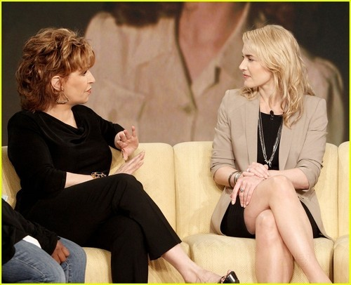 Kate Winslet The View (25.05.2011)
