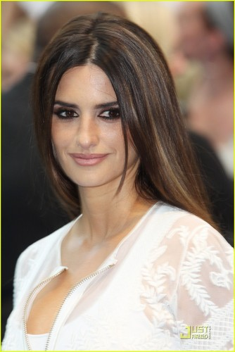 UK 'Pirates' Premiere with Penelope Cruz!