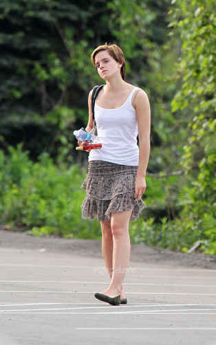 "Emma Watson chillin on the Set of ""The Perks of Being A Wallflower"" in Pittsburgh, May 14"