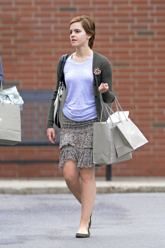 New चित्रो of Emma Watson leaving J Crew in Pittsburgh