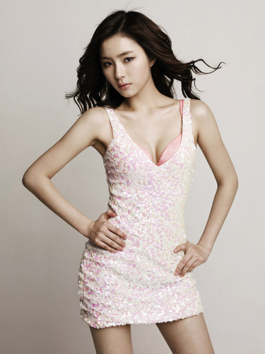 Shin Se Kyung For Vivien ropa interior