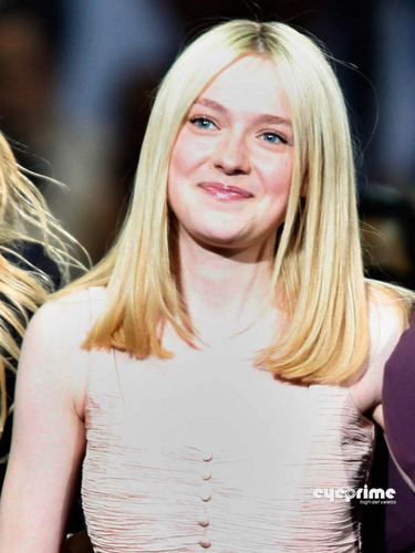 Dakota Fanning at Surprise Oprah! A Farewell Spectacular.