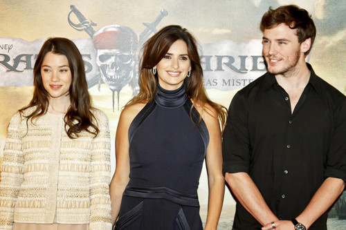 "Penelope Cruz on the red carpet for the Madrid premiere of ""Pirate of the Caribbean"