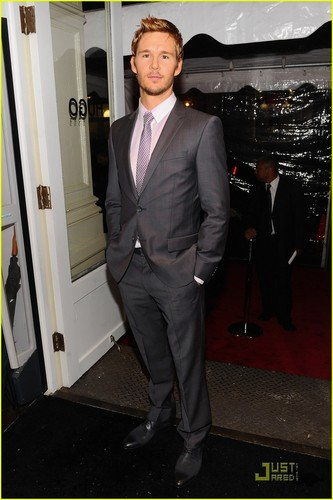 Ryan Kwanten: Hugo Boss Hunk!