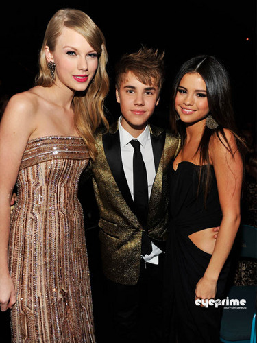 Selena Gomez & Taylor Swift: 2011 Billboard 音乐 Awards