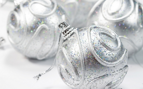 Silver pasko decorations