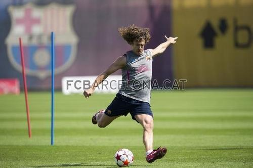 Training session 21\5 only Valdes, Pique,Milito,Puyol,Xavi,Iniesta,Villa and Messi