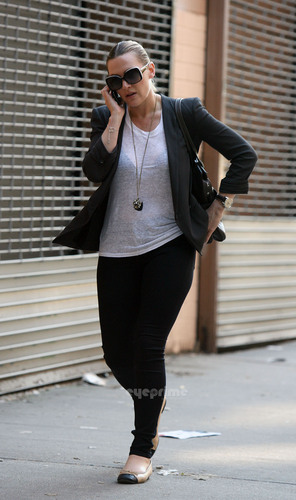 Kate Winslet walking around her Chelsea Neighborhood in NY, May 26