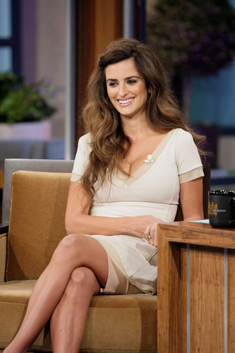 Penelope Cruz appears on नीलकंठ, जय, जे Leno Show, May 3