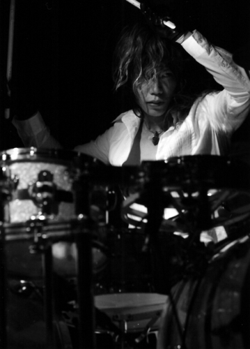 The Unwavering Fact Of Tomorrow Tour (2010) Live ছবি - Shinya