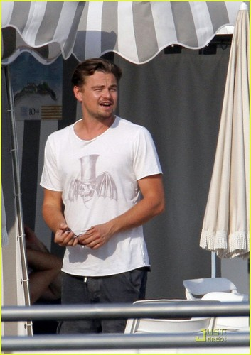 Leonardo DiCaprio: Fun in the Sun!