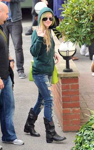 Avril arriving at Fountain Studios