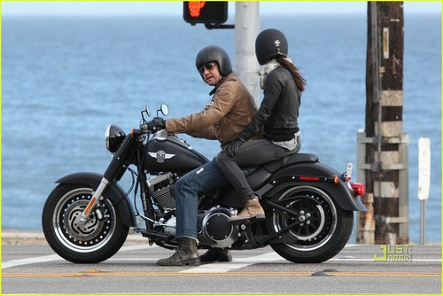 Gerard Butler: Motorcycle Ride with Jessica Biel!
