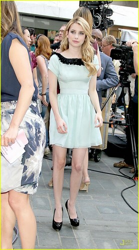 Emma Roberts: 'Gets By' on The Today mostrar