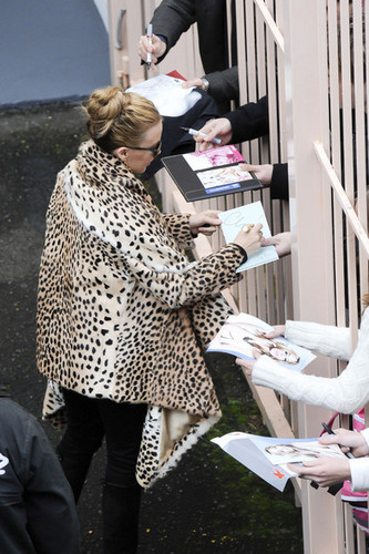 "Kylie Minogue wears a leopard print mantel to greet her Sydney Fans before her ""Aphrodite"" Zeigen"