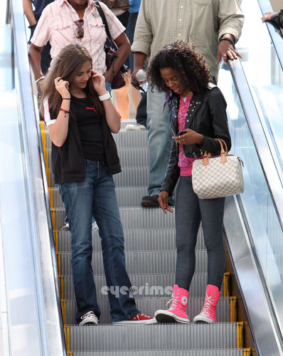 MJ's Daughter -Paris Jackson at the Mall with a Friend [= <3