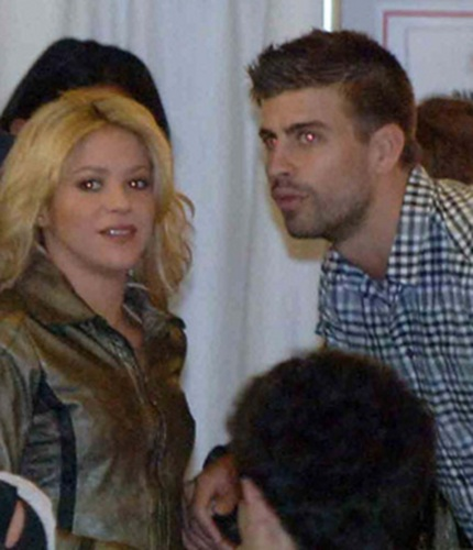 Here it looks like that Shakira is mother Piqué!