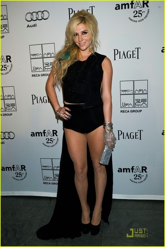 Ke$ha: amfAR Gala with Kenneth Cole!