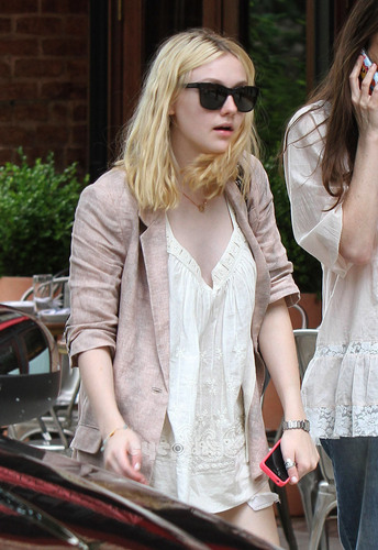Dakota Fanning was spotted arriving at her Hotel in Tribeca, Jun 16