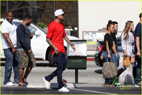 Chris Brown: Fight Club Shoe Shopping
