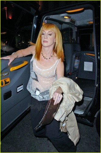 Kathy Griffin British фото Op 2