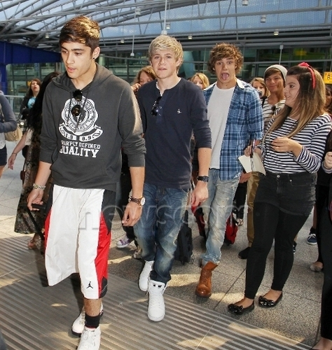 One Direction at the airport 26/6/2011