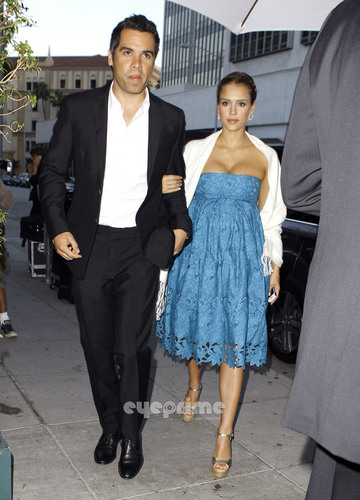 Jessica Alba arrives at Mr. Chow in Beverly Hills, Jun 25