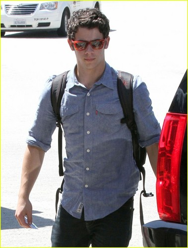Nick Jonas: Taking Off Again...(06.26.2011) !!!