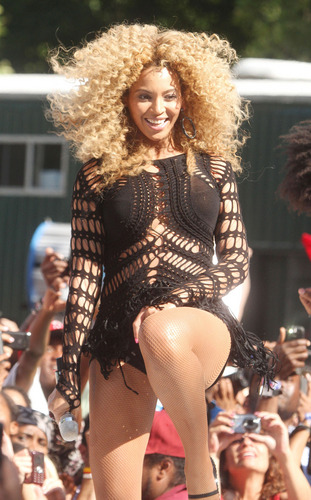 Performs On Good Morning America July 1 2011